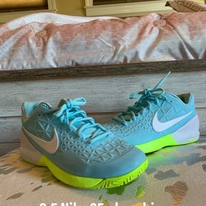 Nike tennis shoes workout shoes sneakers